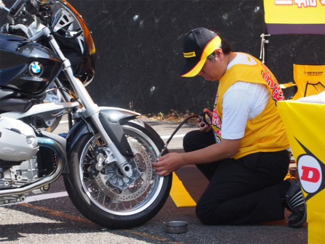 画像: ダンロップ、二輪車用タイヤの安全点検を全国6会場で実施...8月9日