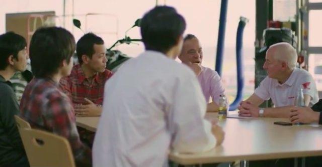 画像: 動画のなかではスタッフの皆さんが、英語でメカニズムなどの話をしているシーンが挿入されています。みなさん、◯◯-san(さん)表記なのがちょっと面白いです。 www.youtube.com