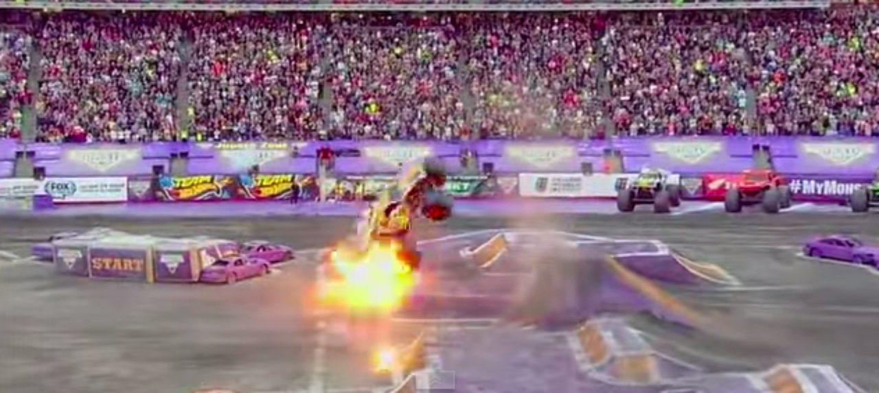 画像2: マッドマックスの世界?!!5トン近い巨大なモンスタートラックがダブルバックフリップの迫力がすごい!!