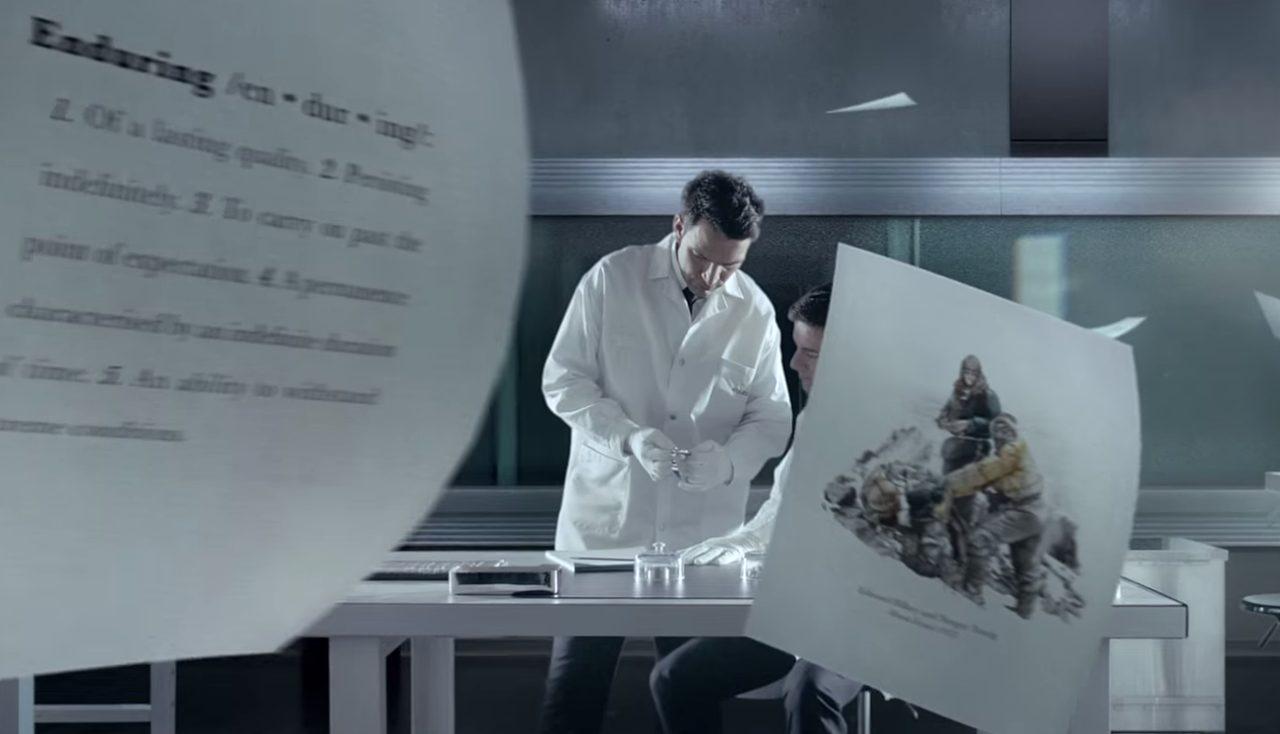 画像: その中には白衣の男たちが・・・ www.youtube.com