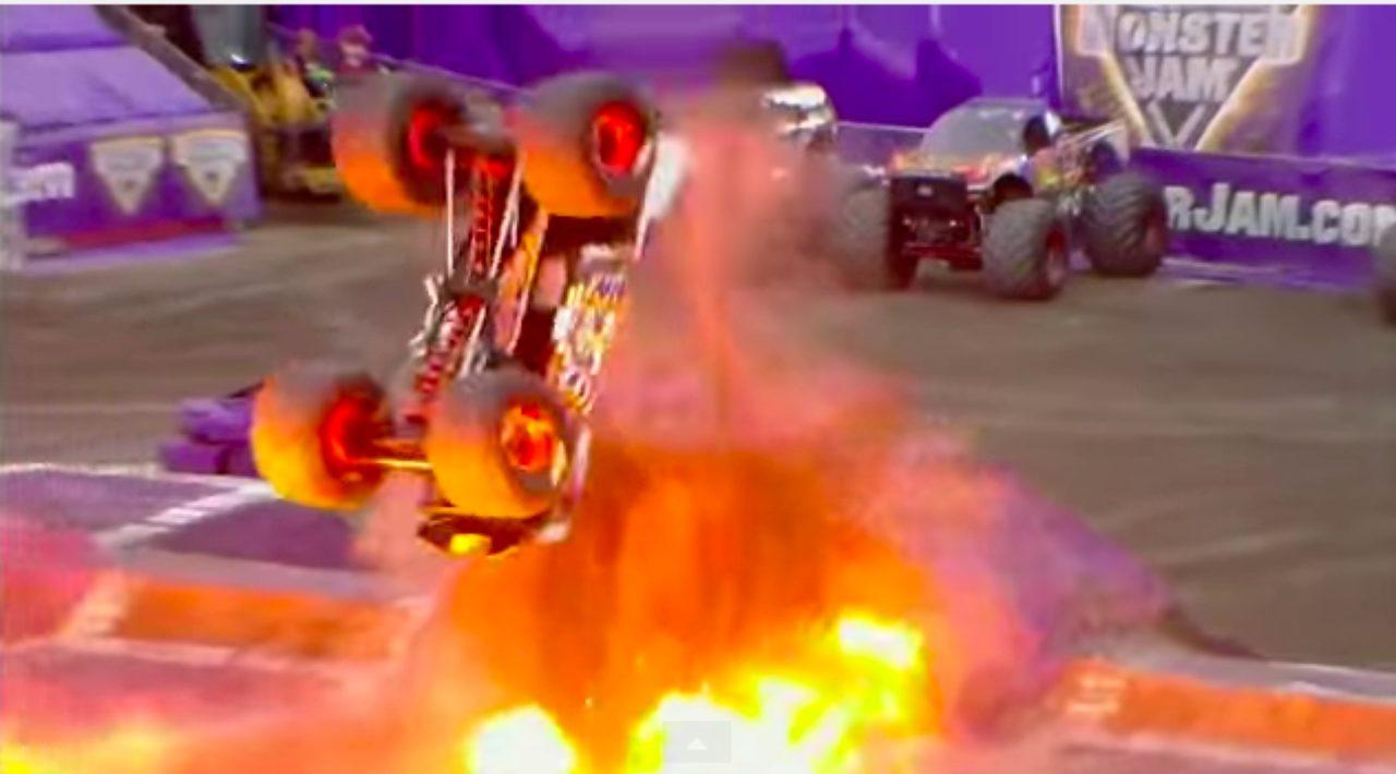 画像4: マッドマックスの世界?!!5トン近い巨大なモンスタートラックがダブルバックフリップの迫力がすごい!!