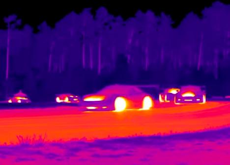 画像3: クルマの温度がよくわかる!サーマルカメラで撮影された映像が面白い!