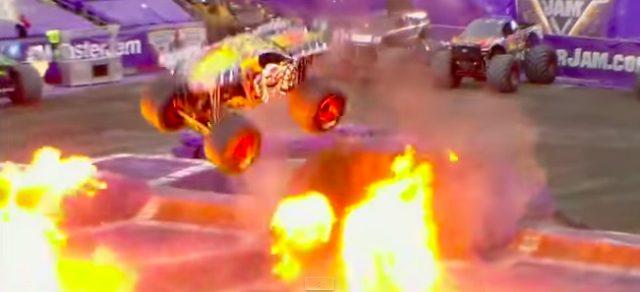 画像3: マッドマックスの世界?!!5トン近い巨大なモンスタートラックがダブルバックフリップの迫力がすごい!!