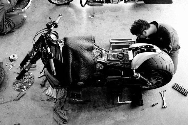 画像: 工場は雑然としているようにみえて、非常に綺麗に整理されている。仕事ができる人の机の上と同じ印象だ。