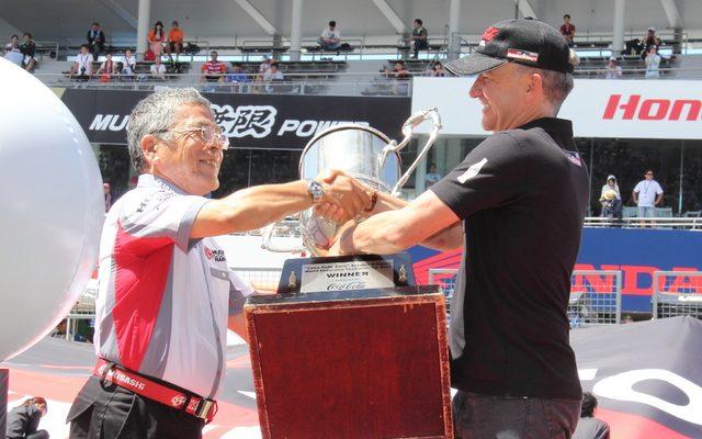 画像: 【鈴鹿8耐】まもなく開幕...MuSASHi RT HARC PRO、3連覇を誓いトロフィー返還