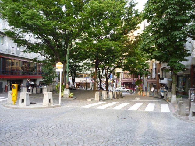 画像: ここで普段の麻布十番を見てみましょう。スッキリ www.rekishijin.jp