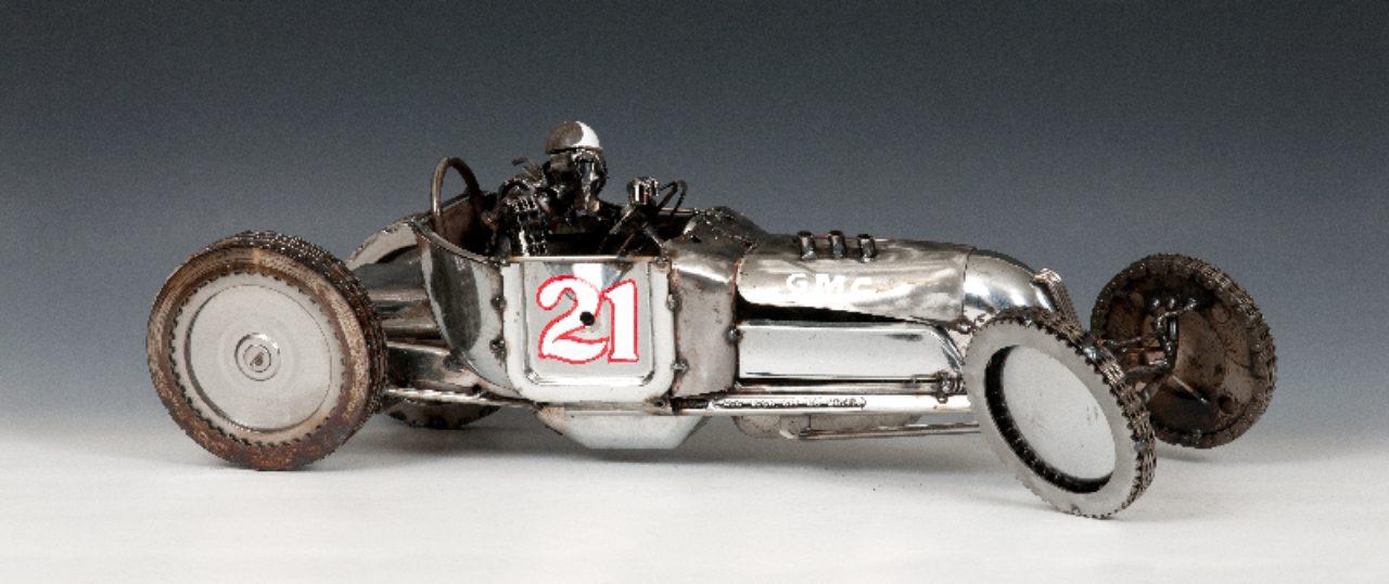 画像: 廃棄部品でアート作品。車体から乗っている人まで、車の部品で作られています。 - LAWRENCE(ロレンス) - Motorcycle x Cars + α = Your Life.