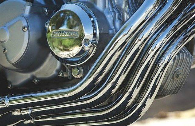画像: Honda CB400 Fourの美しいエキパイ www.classic-japanese-bikes.com