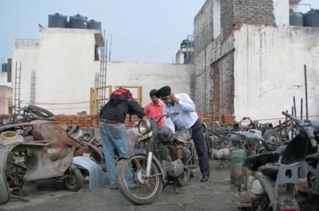 画像: インドのジャンクヤードから掘り出されたのは・・・。 www.youtube.com