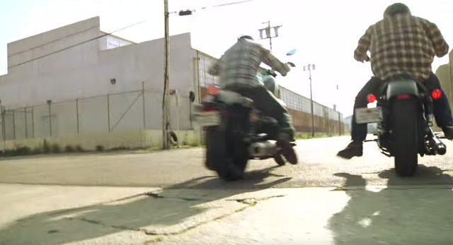 画像: 信号が青になると同時にGO! www.youtube.com