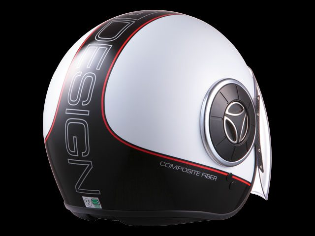 画像: これまでのMOMO DESIGNヘルメットと大きく姿形を変えた「MANGUSTA/マングスタ」。完全新設計の帽体はFigtherタイプよりも保護範囲が広がり、安全性やホールド感などが向上しました。標準装備としてラージシールドが採用されているので、ロングツーリングや高速道路がメインのライダーにもマッチ。改良された内装や構造を刷新したチンストラップなど、新たなファンクションとMOMO DESIGNらしい優れたデザインが融合した新世代型ヘルメットです。 www.motorimoda.com
