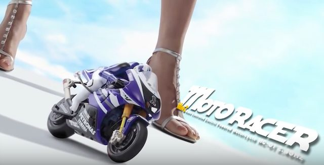 画像: 脚+バイクからスタート。バイクと女性は切っても切れないですものね。