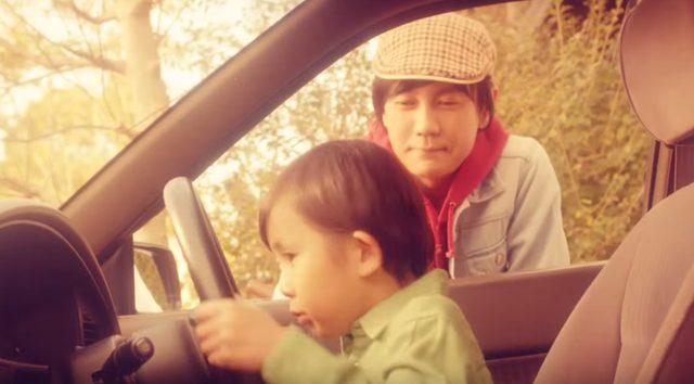 画像: お父さんの愛車のスバルの運転席で遊ばせてもらいます。 www.youtube.com