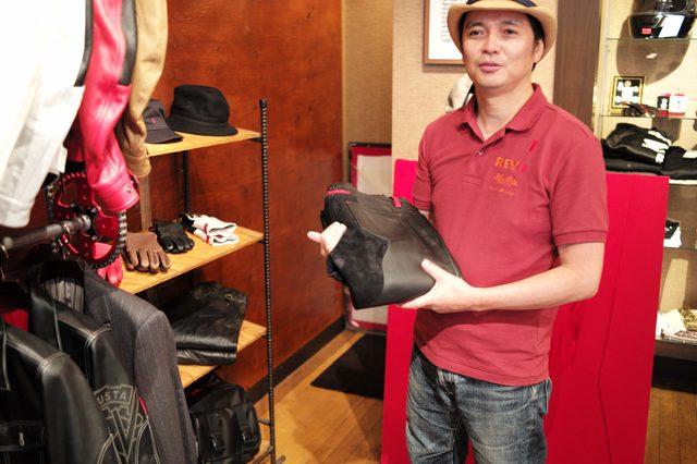 画像: 耐熱皮革を使用したレザーパンツ。