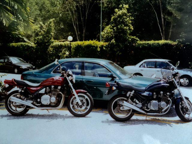 画像: 車とバイク二台。8輪時代。