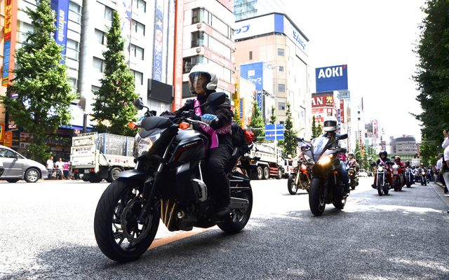 画像: 【バイクの日】レディースライダーたちのパレードに秋葉原中が注目