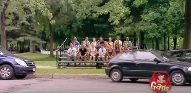 画像2: そんな中、ギャラリーが駐車シーンを見張っていたらみなさんどうしますか?w