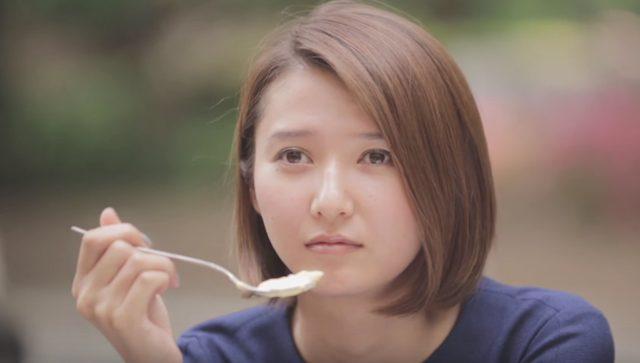 画像: なんか友達の様子が違う・・・ www.youtube.com