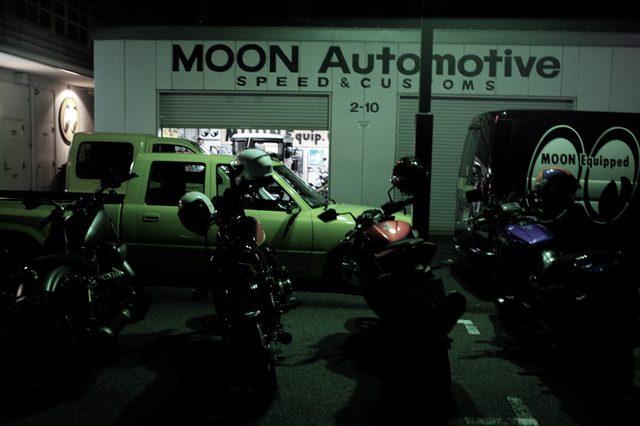 画像: 裏の駐車スペースに停めさせていただいた。