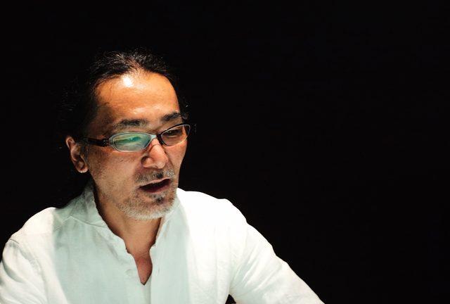 画像: BADLAND 代表取締役クワイケイイチ氏。 2000年神奈川県川崎市にハーレーダビッドソン専門のカスタムショップ【BAD LAND】を設立オープン。 コアでディープなユーザーに、妥協を許さない造り込みに拘ったハイエンドなカスタムを製作。高い評価を得ている。 2010年に『BAD LAND』Facebookページを立ち上げる。ハーレーのカスタムは本国アメリカは勿論、北米、南米、ヨーロッパ各国、オーストラリア、南アフリカ、中東地域、近年は東南アジア各国にコアなファンが多いという特徴に着眼。世界より注目を受ける国内のハーレー・カスタムシーンを取り巻く状況を世界に発信する方法としてFacebookを最適なツールとして選択。Facebookやソーシャルネットワークを通じて、国内のハーレー・カスタムシーンや、国内サブカルチャーやJAPAN COOL全般を世界に配信するためのメディア化を目的として、SNSに取り組んでいる。