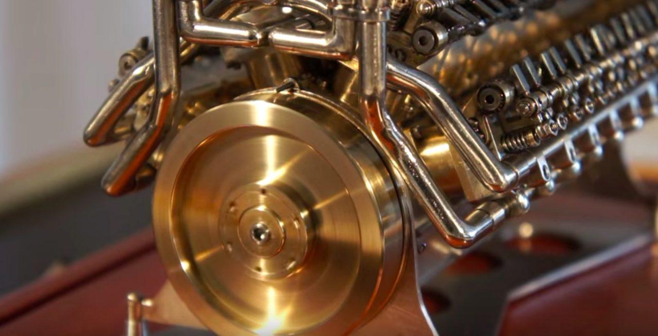 画像1: 世界最小のエンジンを部屋のインテリアとして飾りたい!