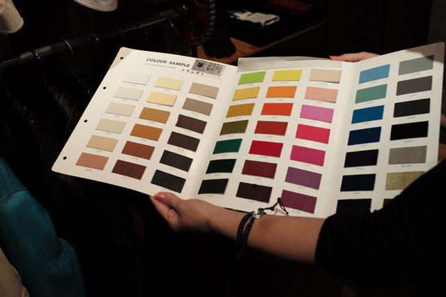 画像: 革の素材ごとに多くの色合いを選択することができる。