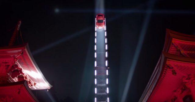 画像: そこに飛来する真っ赤な弾丸! www.youtube.com