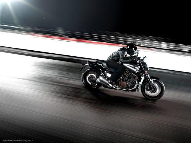 画像: ありあまる巨体を瞬時に加速する、それはまさに横綱の立会い www.yamaha-motor.co.jp