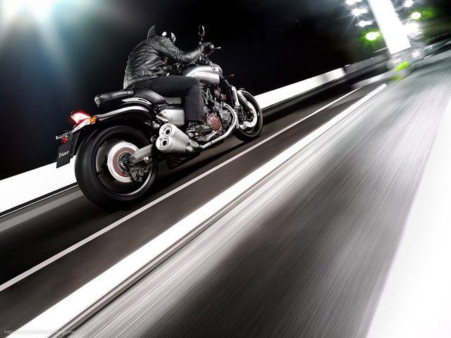 画像: 横綱のすり足のように、路面をしっかり掴んで加速する www.yamaha-motor.co.jp