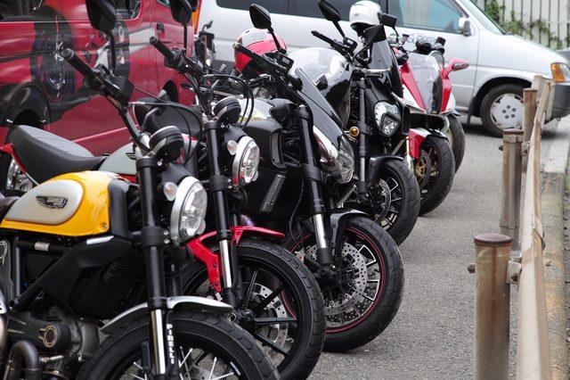 画像: 今回はスクランブラー以外の(ドゥカティ以外も)バイクが目立った。