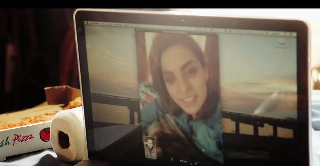 画像: 離れて暮らすポールの愛娘。 www.youtube.com