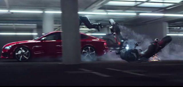 画像: 追っ手のライダーを吹っ飛ばす www.youtube.com