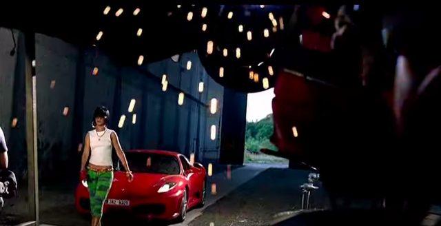 画像2: リアーナの「Shut Up And Drive」PVでフェラーリや金キラ車が登場!だけど、プライベートでプレゼントするのはベンツが定番なのかな?