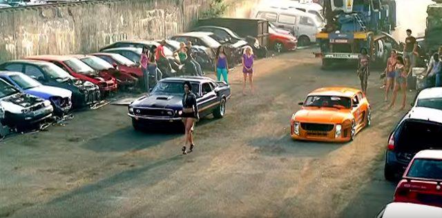 画像6: リアーナの「Shut Up And Drive」PVでフェラーリや金キラ車が登場!だけど、プライベートでプレゼントするのはベンツが定番なのかな?