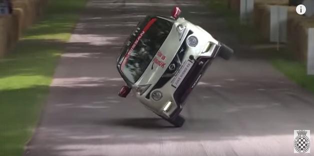 画像1: バランス良すぎ!!!NISSSAN JUKE NISMO RSが片輪走行にチャレンジ!