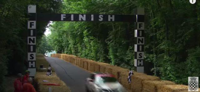 画像3: バランス良すぎ!!!NISSSAN JUKE NISMO RSが片輪走行にチャレンジ!