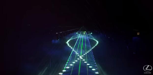 画像2: Lexus SUV NXの巨大プロジェクト!音楽に合わせて3台のNXがリズミカルにシンクロする映像が超かっこいい!