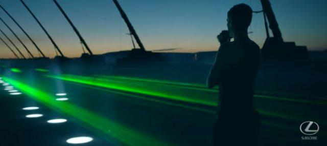 画像1: Lexus SUV NXの巨大プロジェクト!音楽に合わせて3台のNXがリズミカルにシンクロする映像が超かっこいい!