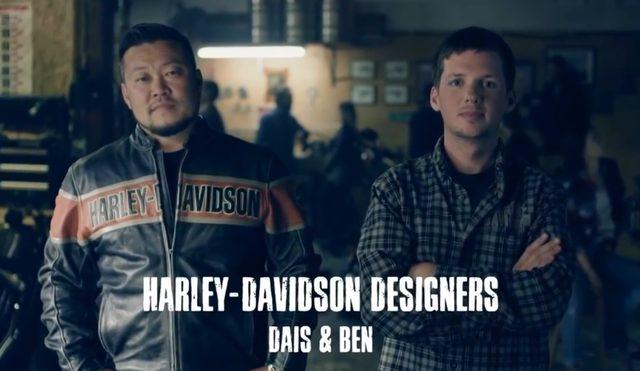 画像: 日本人としてハーレー本社でデザインを担当するダイス・ナガオ(長尾大介)氏と、ベン・マッギンリーさん ダイスはIRON883とSTREET750、ベンは48のデザインを担当したとのこと。 www.harley-davidson.com