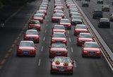 画像: 赤いクルマで統一されたウェディングカーもインパクト大!w news.xinhuanet.com