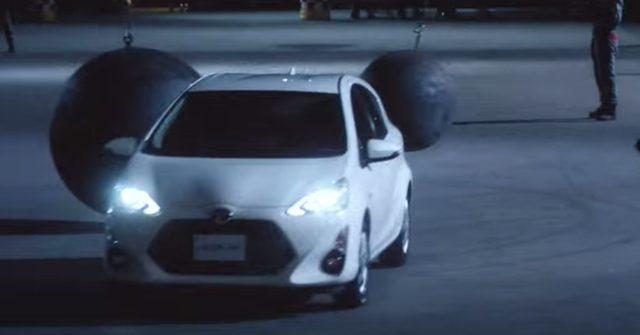 画像: タイヤを、鉄球を抜けてスポーティーな走りに目覚めていく www.youtube.com
