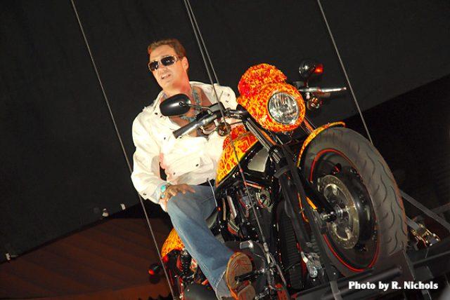 画像: ペイントを担当したJack Armstrong氏 jackarmstrongartist.com