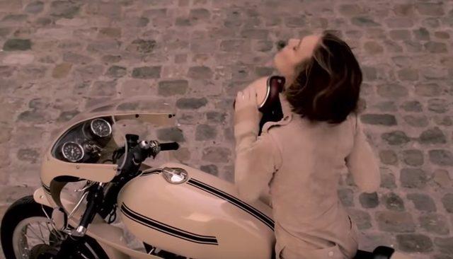 画像: ヘルメットをおとりになりました www.youtube.com