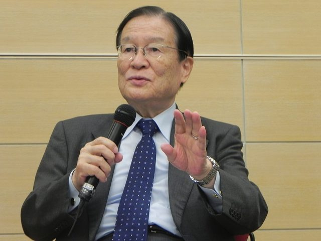 画像2: キャスターの長谷川豊氏が司会進行を務め、本作で描かれる「新しい戦争の形」について熱く語り合った。