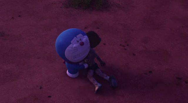 画像: のび太を抱きしめるドラえもん。自分の友情に応えるために戦った親友に涙が止まらない doraemon-3d.com