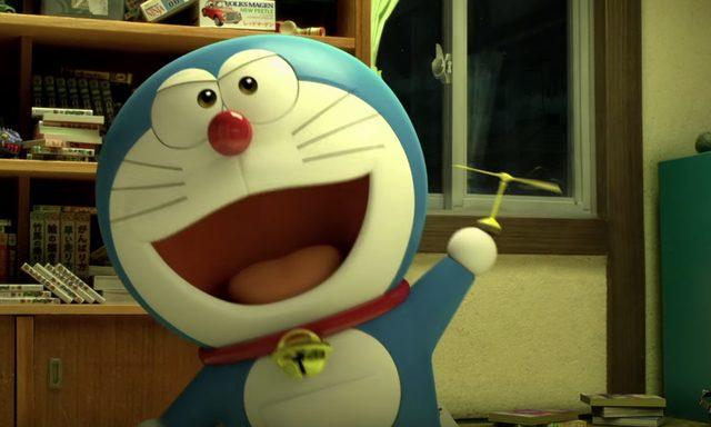 画像: タケコプターを取り出してドヤ顔。ドラえもんはのび太の教師でもあるが、のび太と一緒に遊ぶ、子供らしさを持つロボット。またとない親友になっていく。 doraemon-3d.com