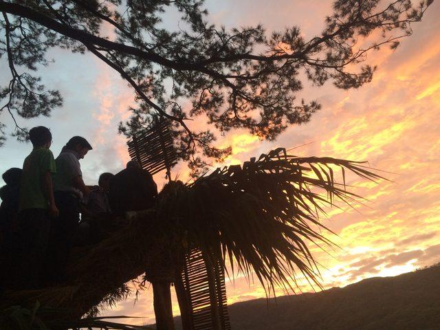 画像: ちょうど日が明けてきた頃のショチョガマ