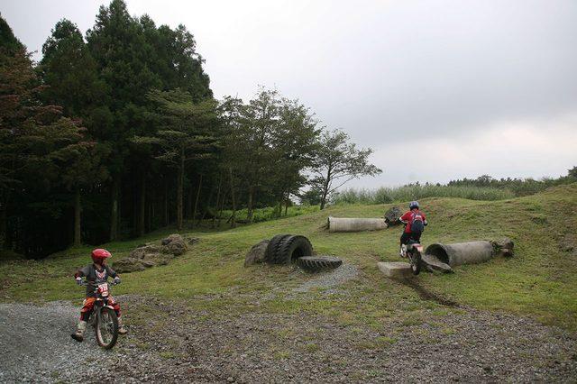画像: トライアルバイクのための人工セクションも多数用意されている。