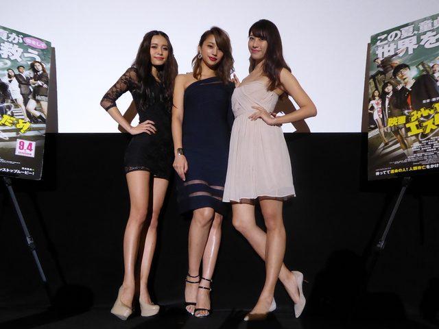 画像: みればわかりますが、長身美女三人の美脚は有無をいわさぬ威力