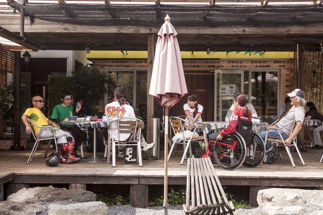 画像: トレックランド「イーハトーブの森」ならカフェが併設されているので快適だ。